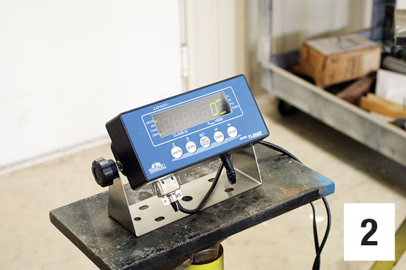 A scale indicator with digital read-out