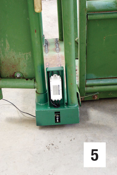 The connection for a scale's cable from the indicator to the load sensor. It is mounted at the bottom of the chute.